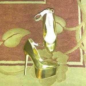 Shoedazzle Paris gold pumps 8.5m